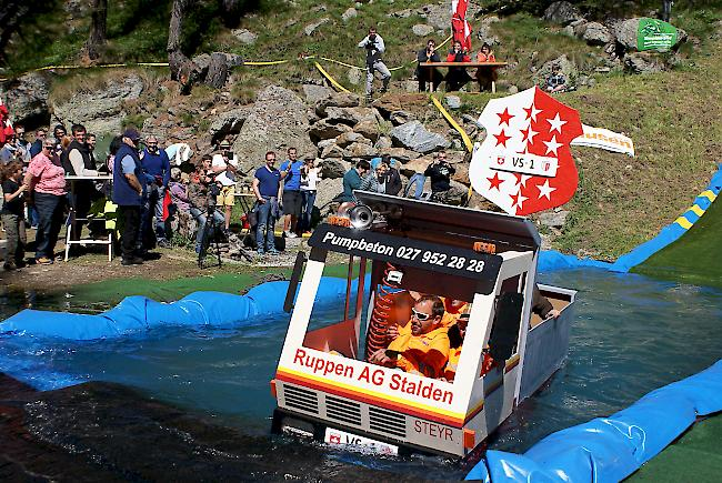 VS 1 ging beim Waters Slide in Simplon baden.