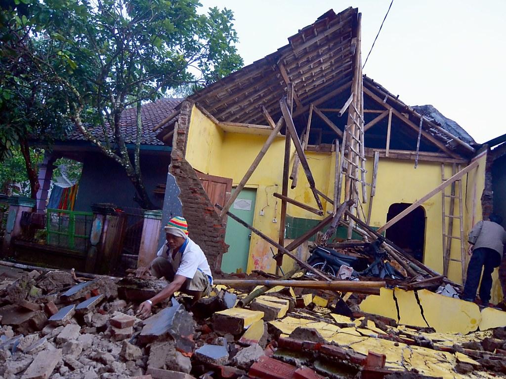 Mindestens drei Tote bei Erdbeben in Indonesien | 1815.ch