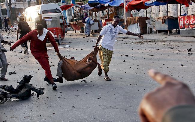 Die Zahl der Toten nach dem Selbstmordanschlag in Somalia ist auf 39 angestiegen, 40 Menschen wurden verletzt.