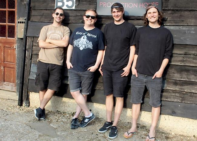 «The Meseeks» (v. l.):  Sebastian Mooser (git/voc), Neil Kennedy (recording/magic), Frédéric Waldmann (bass/voc) und