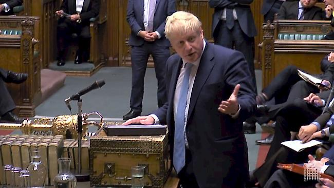 Johnson will notfalls doch Brexit-Verschiebung beantragen ...