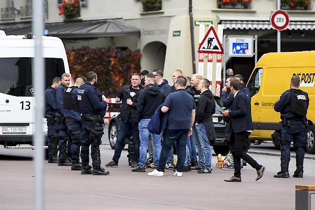 Uber 2000 Feyenoord Fans In Bern Polizei Markiert Prasenz